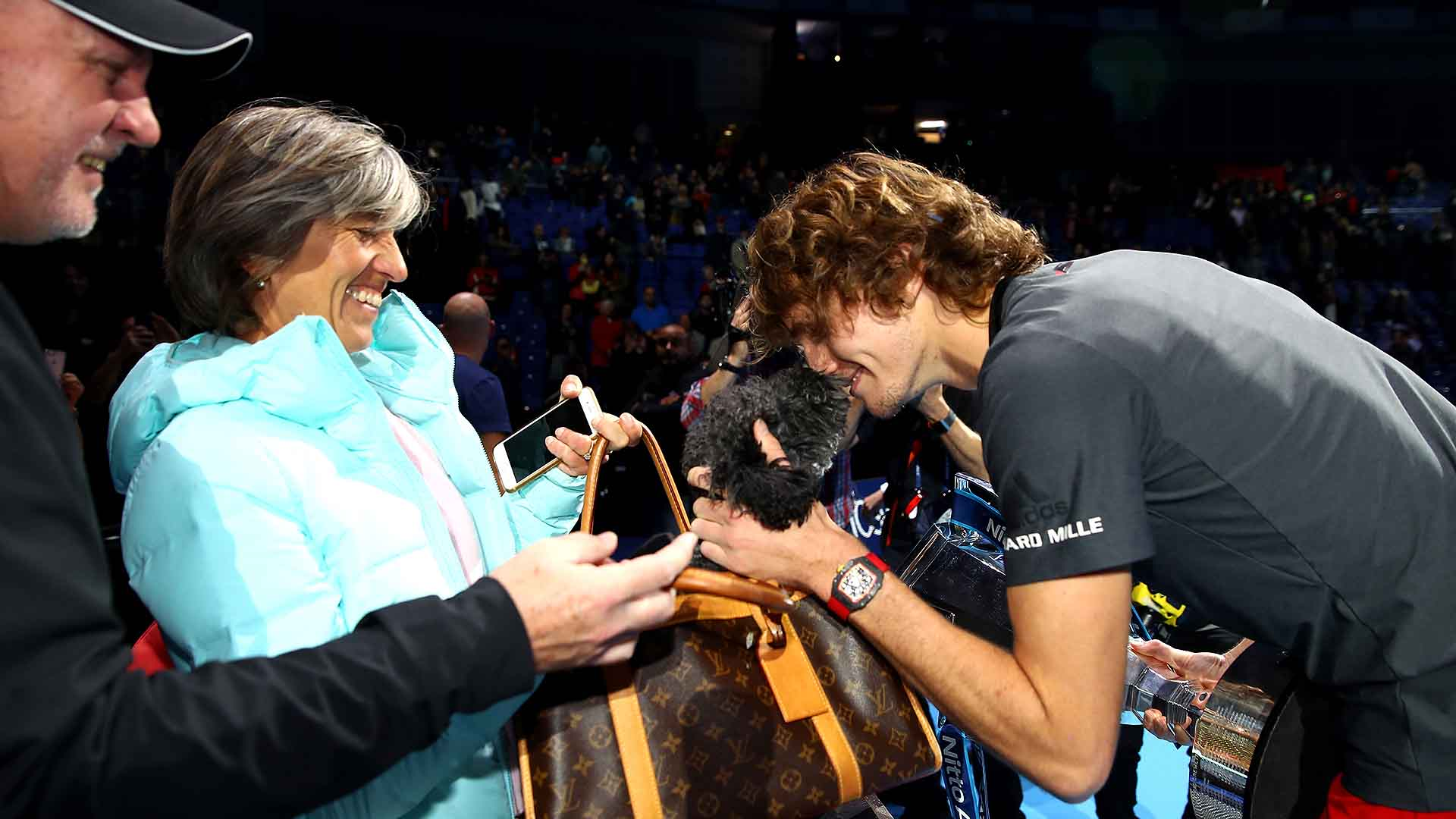 01 Zverev Dog Nitto ATP Finals 2018 Sunday